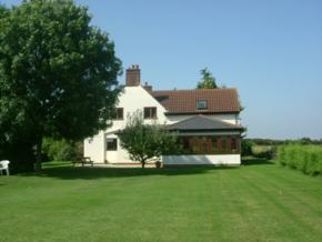 Picture of the front of Puttocks Farm B&B