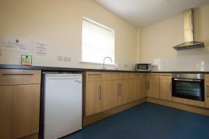 St Michaels Mead Small L Shaped Hall Kitchen